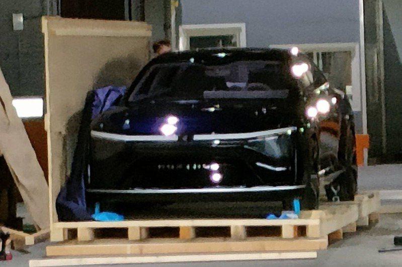 網友曝光疑似MIH第一代電動車。擷取自PTT