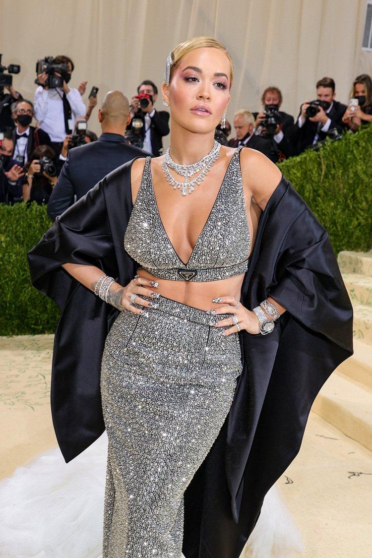 芮塔歐拉配戴DE BEERS Jewellers鑽石珠寶出席2021 Met G...