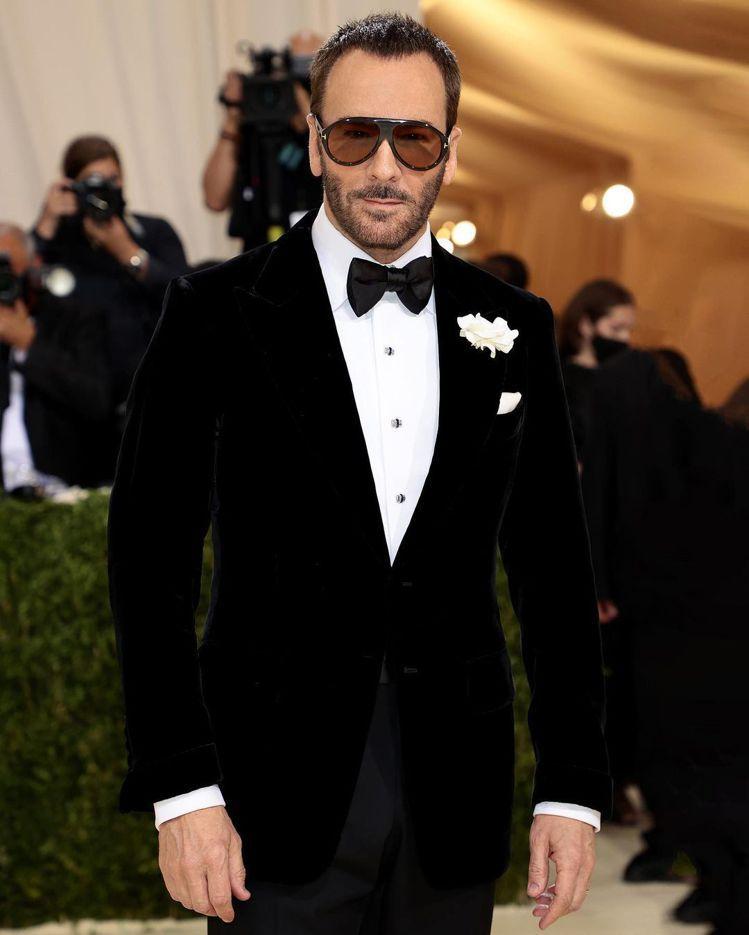 今年的Met Gala榮譽主席Tom Ford以正裝西裝展現紳士風範。圖/摘自I...