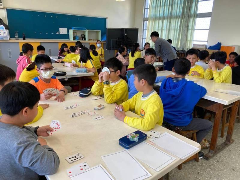 台南市教育局推偏遠小校跨校合作學習,最大優勢是因同儕人數增多,提升競爭與學習樂趣。圖/樹林國小提供