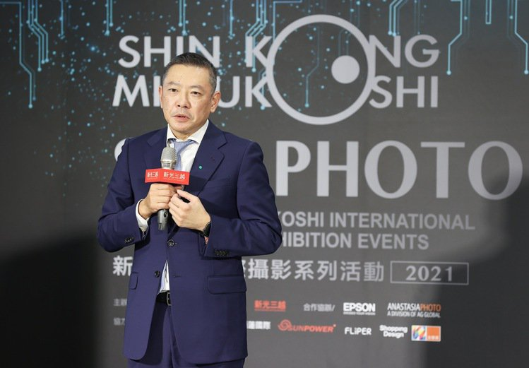新光三越副董事長兼總經理吳昕陽表示,正面面對疫情挑戰,新光三越今年力拚800億。...
