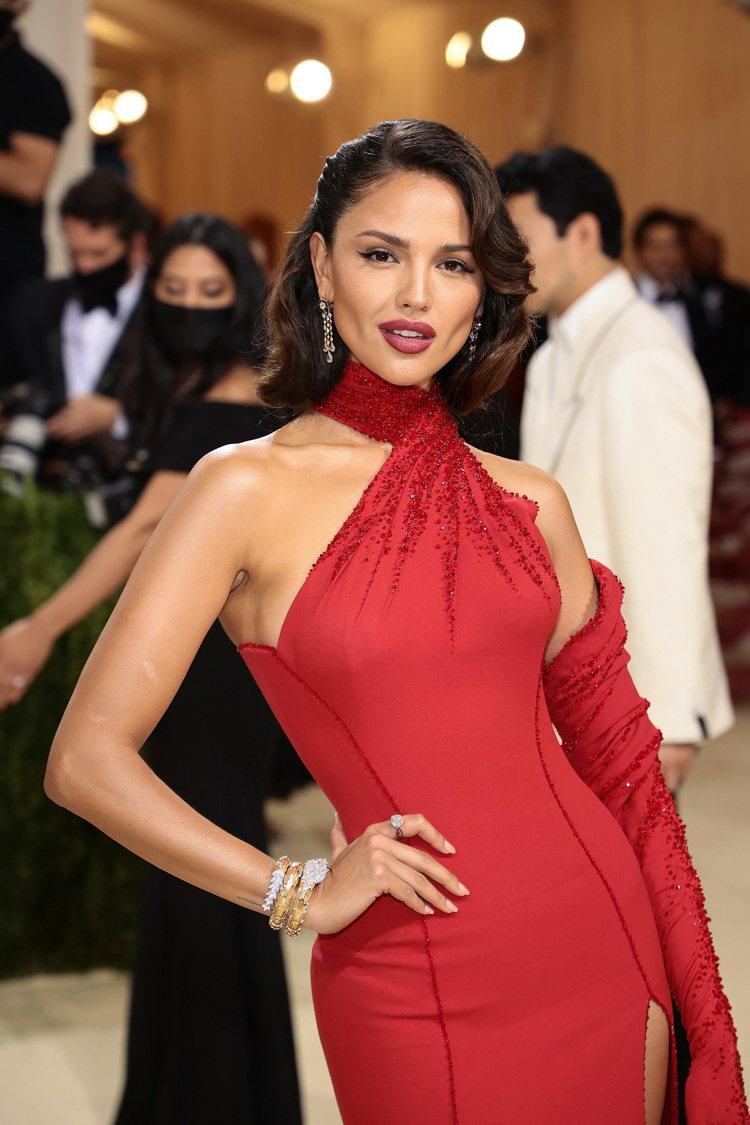 寶格麗品牌大使墨西哥女星Eiza Gonzalez配戴寶格麗頂級珠寶亮眼現身20...