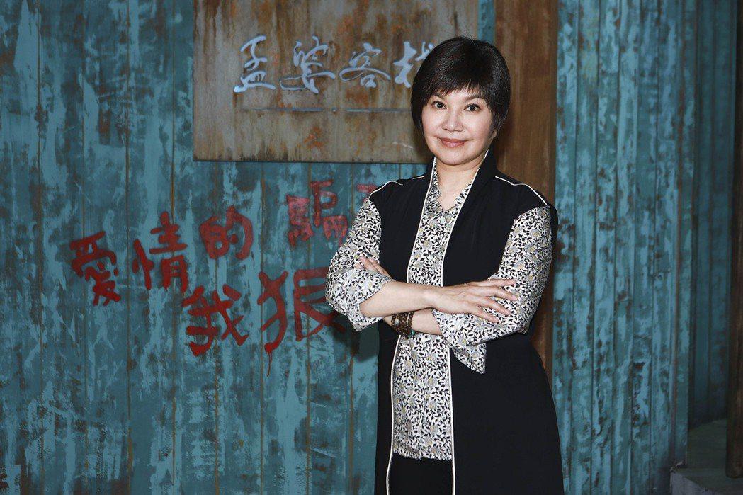 唐美雲回到「孟婆客棧」拍攝場景。圖/公視台語台提供