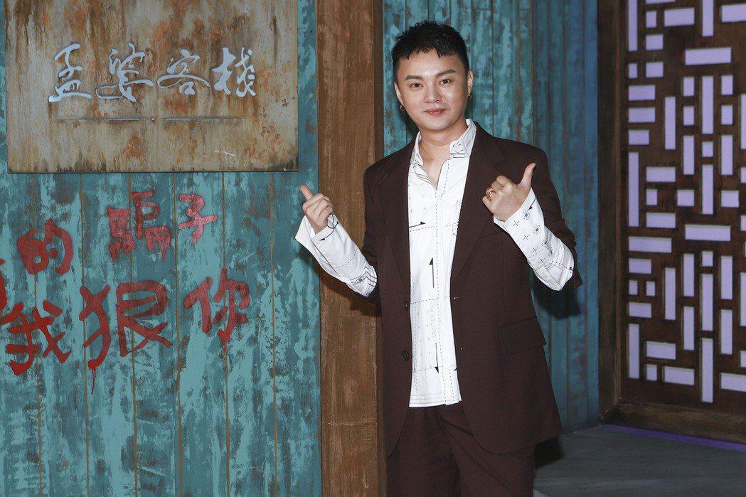 許富凱演出「孟婆客棧」,靠笑容收服前輩演員。圖/公視台語台提供