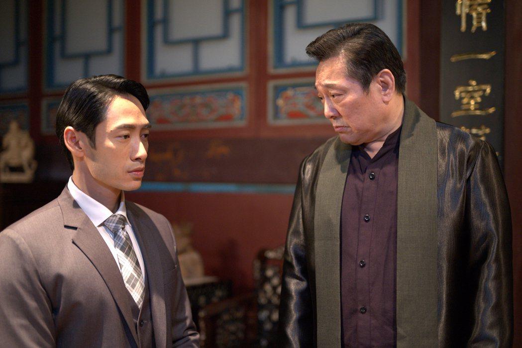 林義芳(右)、路斯明在「國際橋牌社2」中父子對手戲。圖/國際橋牌社提供