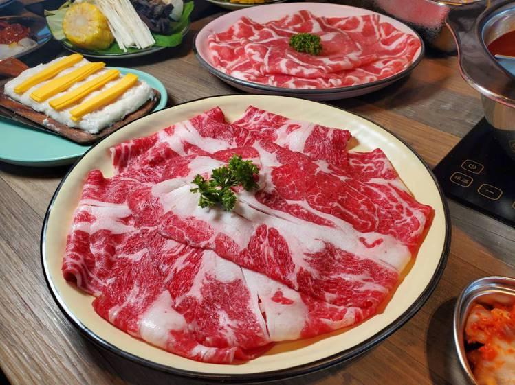 除了海鮮外,店內也提供多種牛、豬肉品可供選擇。記者陳睿中/攝影