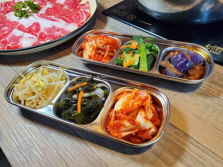 店內依照季節固定無限供應6種韓式小菜。記者陳睿中/攝影