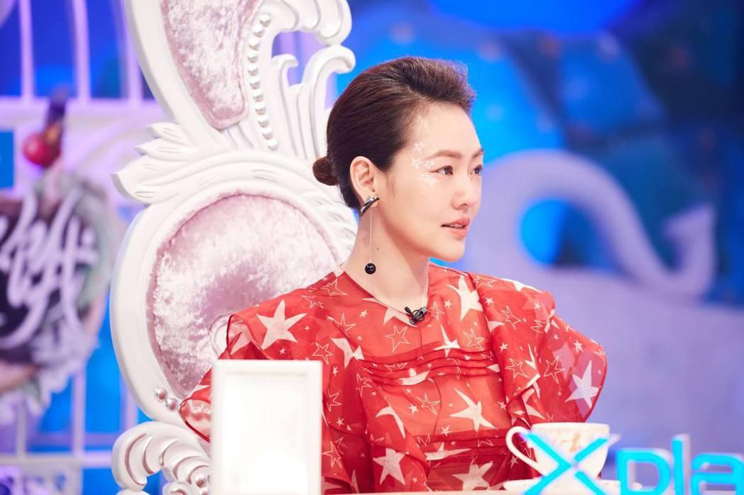 小S曾和龍劭華搭檔主持過「我猜我猜我猜猜猜」。圖/摘自臉書