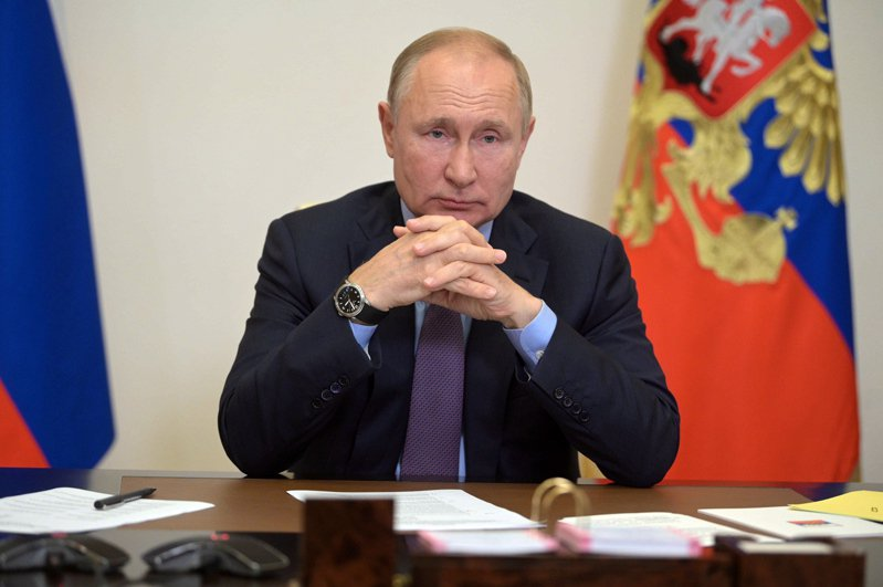 普亭14日與內閣和執政黨統一俄羅斯黨領導層開視訊會議。(歐新社)