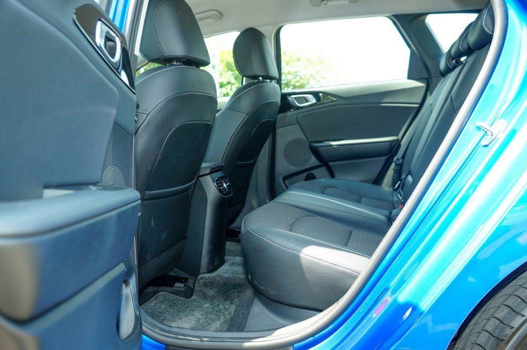 Ceed Sportswagon後座空間在同級距車型中也是相當充裕。 記者趙駿宏...