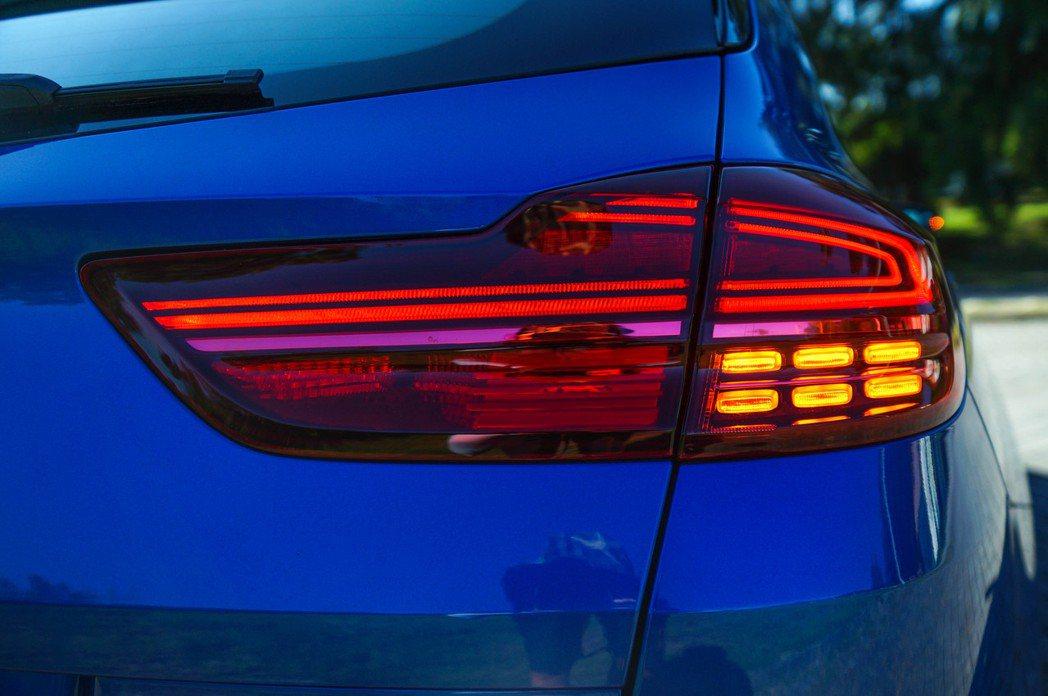 LED旋鏢式尾燈組在設計上非常具有特色。 記者趙駿宏/攝影