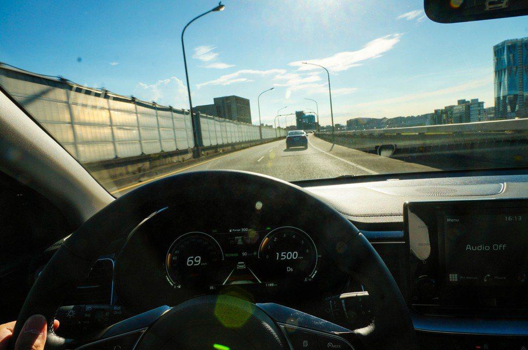 DRIVE WiSE智慧安全輔助系統能減輕駕駛疲勞,並提供全方位安全防護。 記者...