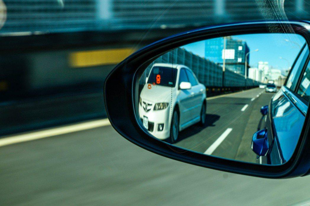 BCW盲區偵測警示系統。 記者趙駿宏/攝影