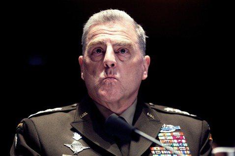美軍的最高現任將領——63歲的參謀長聯席會議主席,密利上將(Mark Mille...