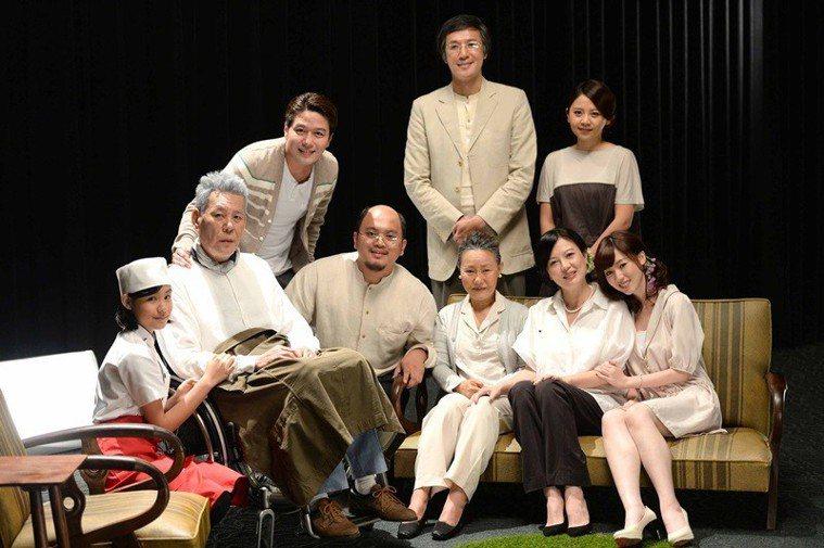 2013年播出《含笑食堂》,演失智患者與家屬的故事,笑中帶淚的劇情感動了大批觀眾...