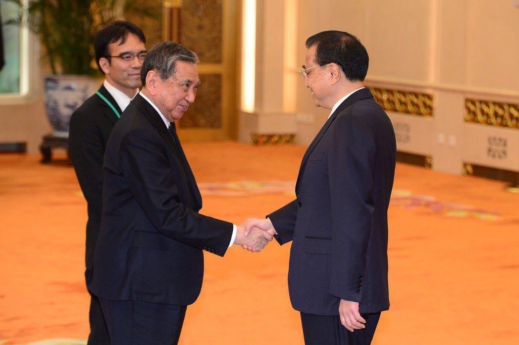 2018年,河野洋平以日本國際貿易促進會長的身分訪問中國,並與李克強會面。 圖/...