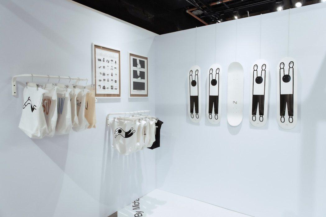 與日本同步全球首賣的Noritake滑板(右),將於「SOME PLACE」展期...