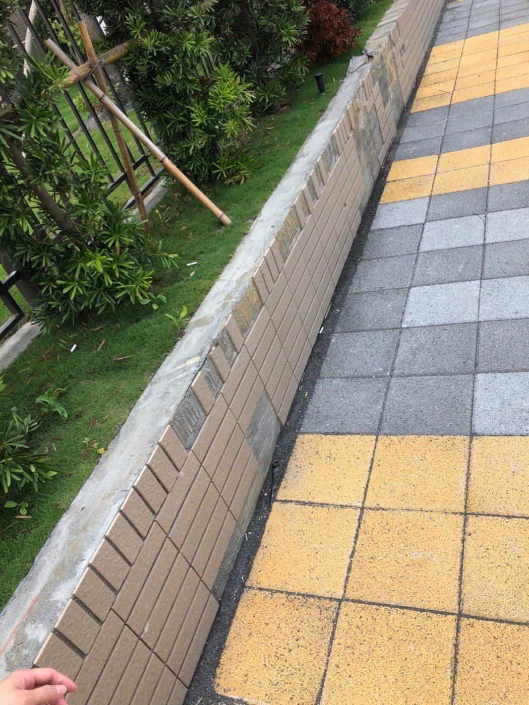 一名網友在臉書「靠北建商2.0」爆料,指台南某間新成屋施工品質不佳。 圖擷自臉書
