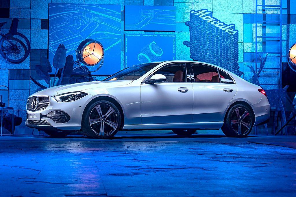 台灣賓士正式發表大改款C-Class,一次導入Sedan轎車和Estate旅行車...