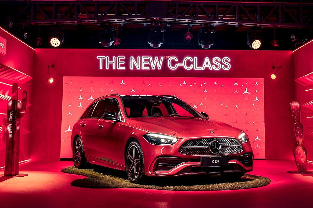 全新賓士C-Class轎車相較前一代車型加長 65mm,旅行車則加長49mm來到...