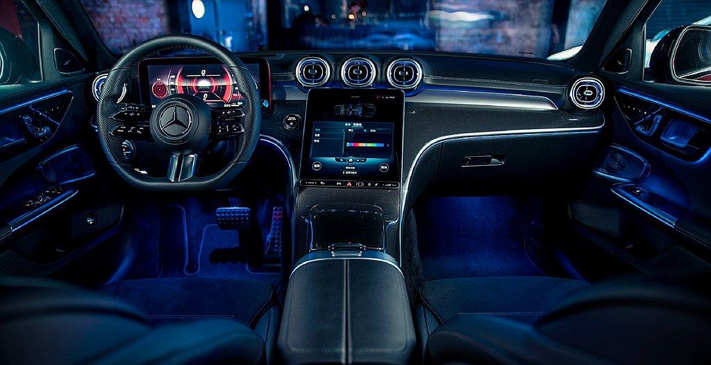 全新賓士C-Class座艙12.3吋寬螢幕數位儀表以及11.9吋偌大的垂直中央觸...