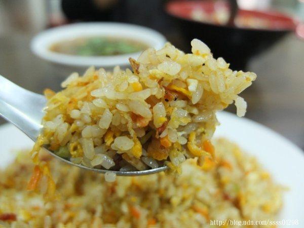 米飯炒得色澤漂亮,粒粒分明,香氣滿分,炒飯份量很有飽足感,連男生都很夠吃。