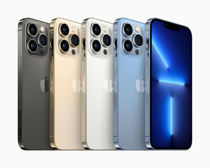iPhone 13 Pro和iPhone 13 Pro Max這次提供了4款搶眼色彩,包括石墨色、金色、銀色和全新天峰藍色。(圖:蘋果提供) 黃筱晴