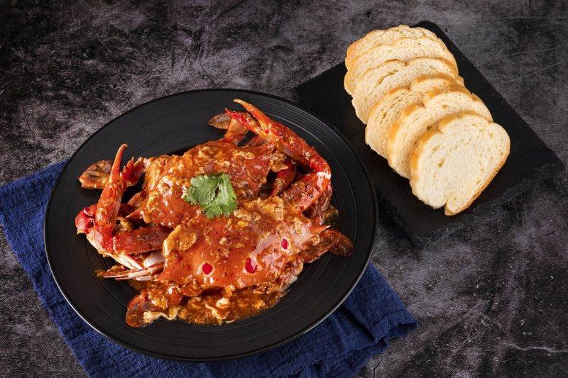 新加坡經典名菜「星洲辣椒蟹」受饕客喜愛。 業者/提供