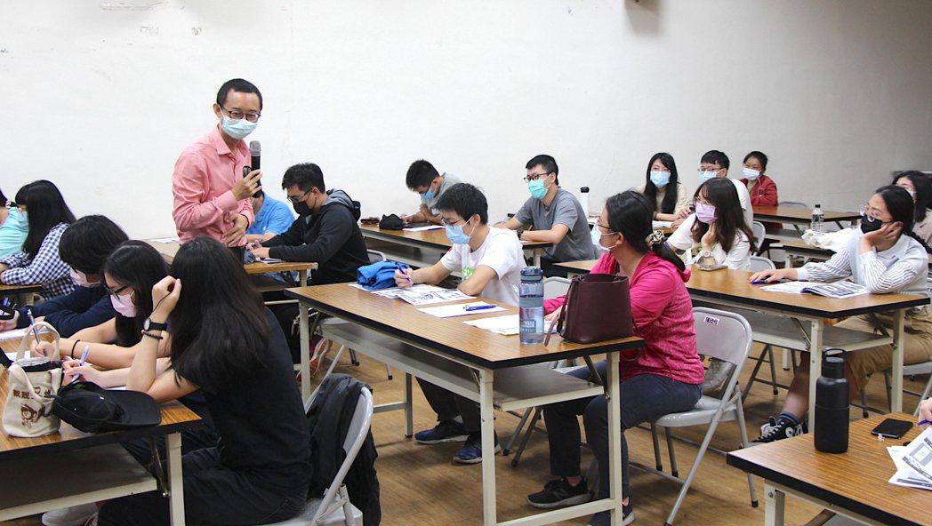 吳永寬講師引導學員運用職涯願望清單,讓自己未來更有規劃。