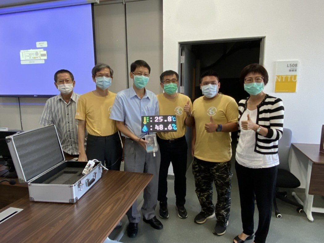 工程學院USR團隊贈送臺東大學空氣盒子。 崑山科大/提供。
