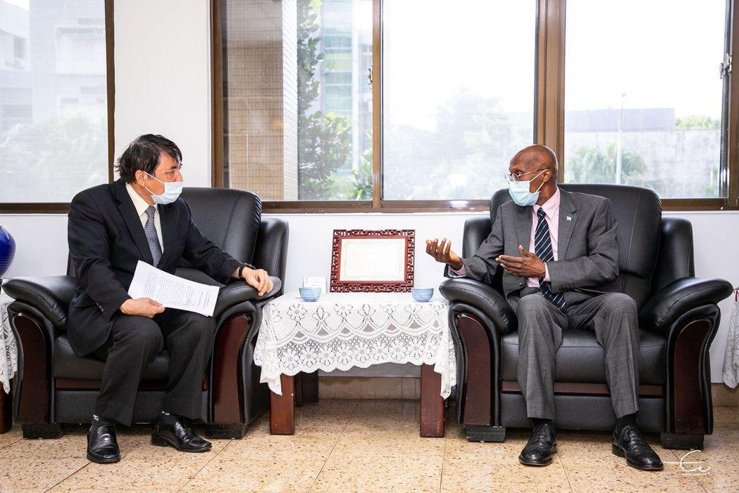 因應氣候變遷問題 聖露西亞大使訪海大共思解決良方。 海大/提供