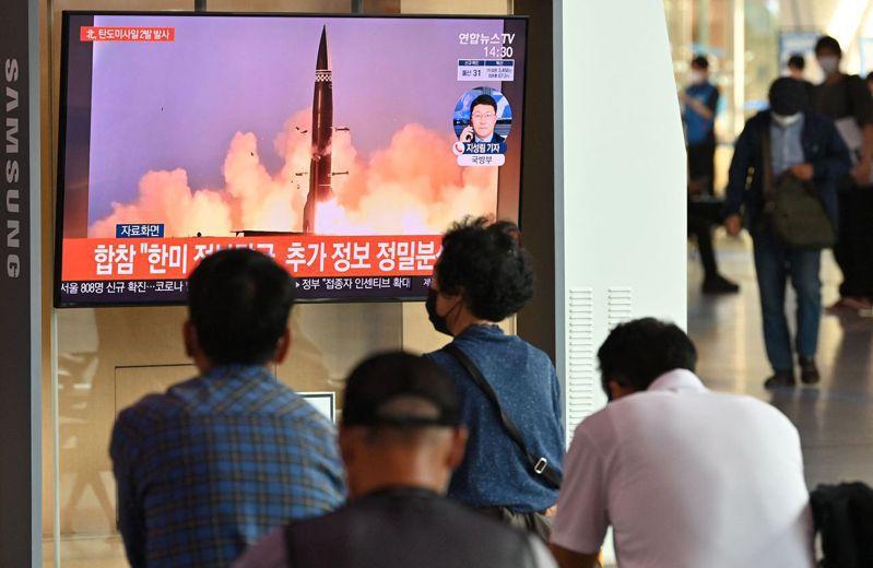 北韓繼13日公布巡弋飛彈試射成功消息後,今天再發射2枚短程彈道飛彈,適逢中國外交部長王毅訪韓及南韓進行國產潛射導彈試射,背後意圖及對重返談判桌的態度引發揣測。 法新社