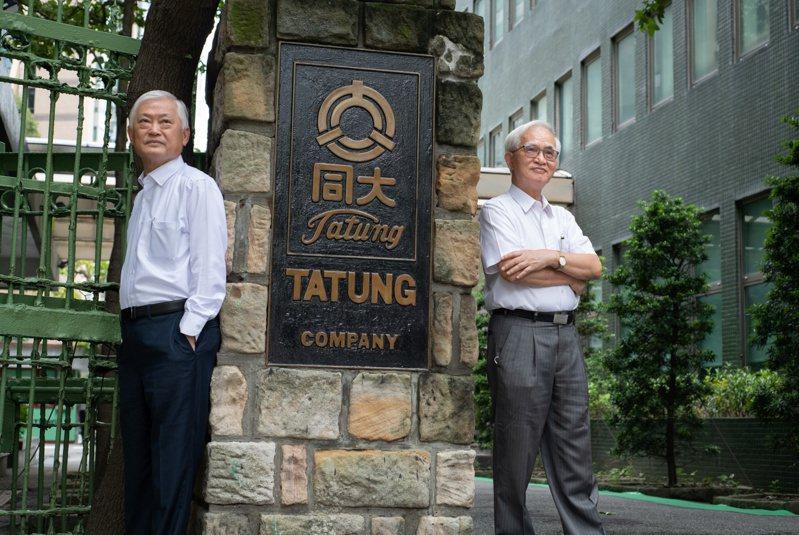 上任後首度轉盈,《天下》專訪大同董事長盧明光(右)、總經理何春盛(左):以我們的決心,不能把大同做好是很奇怪的一件事。 (黃明堂攝)