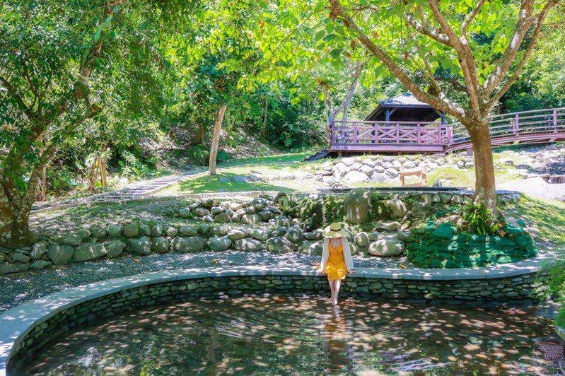 水流腳底按摩區是最受全家大小歡迎的一區,終年不斷的山泉清澈清涼,在這裡可以體驗腳底按摩,也可以泡腳享受山風吹拂,十分愜意舒適。