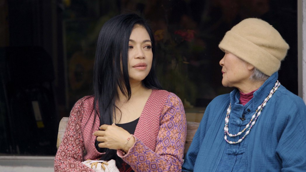 阿洛(左)講起在台北工作承受的壓力,不禁掉下眼淚。圖/阿洛無限提供
