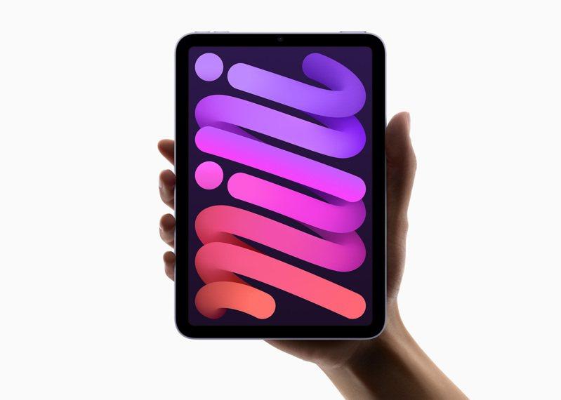 全新iPad mini,同樣可以一手掌握,並融入全螢幕設計、A15仿生晶片、Touch ID、人物對焦等強大功能。圖/蘋果提供