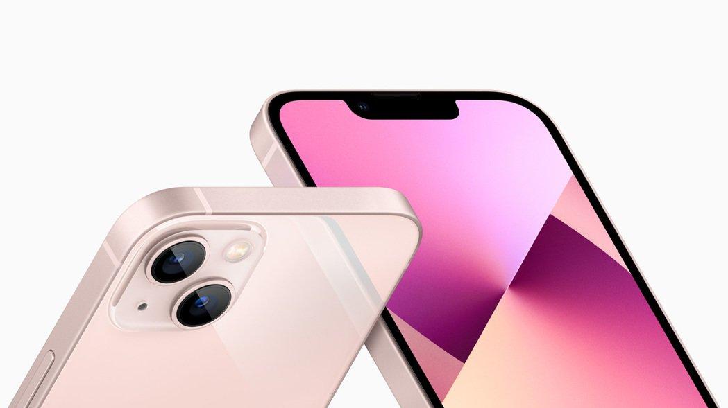 iPhone 13全系列的正面「瀏海」都縮小20%左右,讓造型更洗鍊。 取自蘋果...
