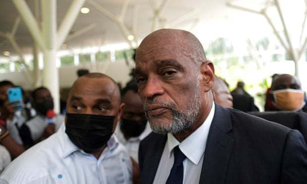 海地總統摩依士今年7月在住家遇刺身亡、至今仍未查出真凶,不過在該國首席檢察官要求法官起訴新任總理亨利涉嫌犯罪後,對暗殺總統的調查發生了「翻天覆地的變化」。路透