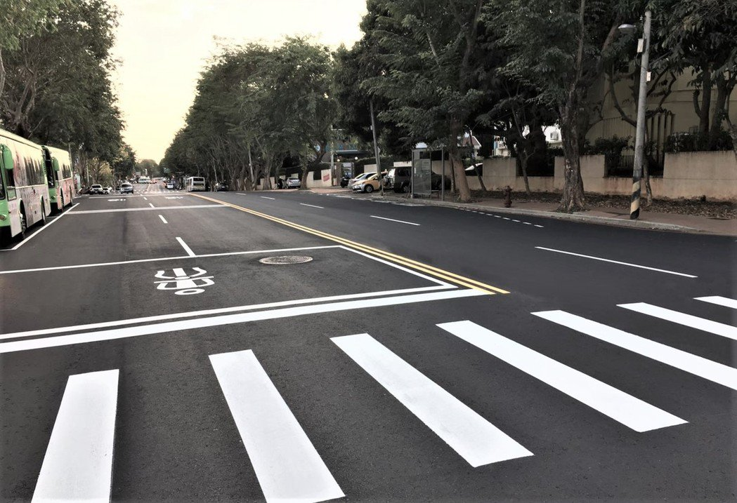 台中市政府持續進行道路燙平專案,並在多處地點獲致成果。圖/台中市政府提供
