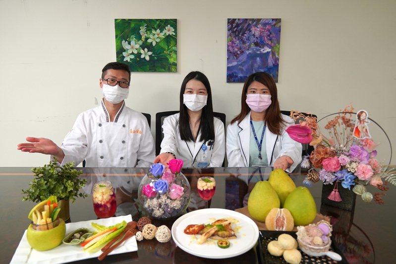 中秋節即將到來,應景的柚子好吃又營養,但營養師也提醒,有4種類型的人不宜多吃。記者陳斯穎/攝影