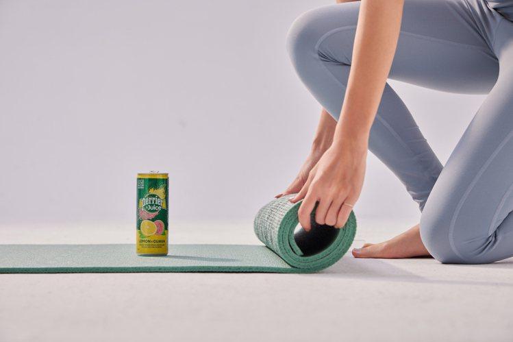 酸甜交錯的「Perrier & Juice法國沛綠雅檸檬芭樂氣泡綜合果汁...