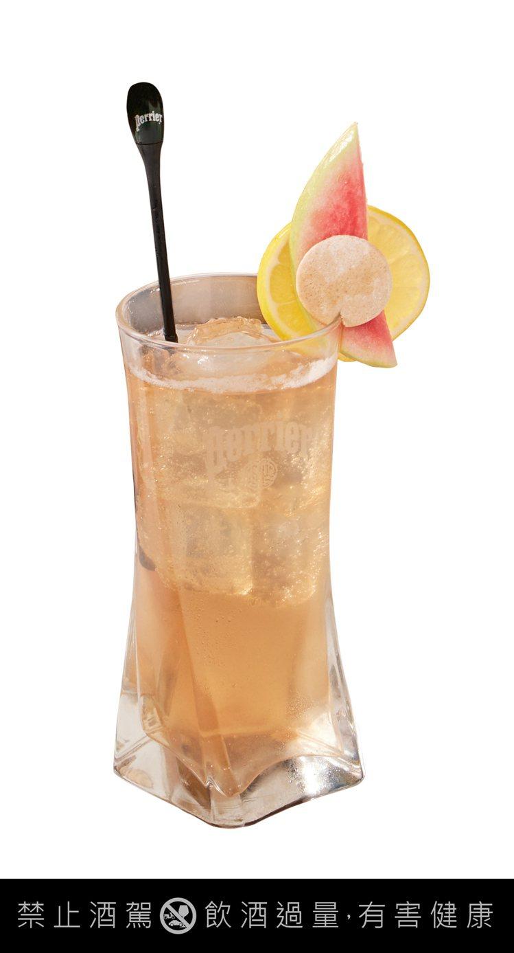 「紅心琴菲士(Red Guava Gin Fizz)」以琴酒與法國沛綠雅檸檬芭樂...
