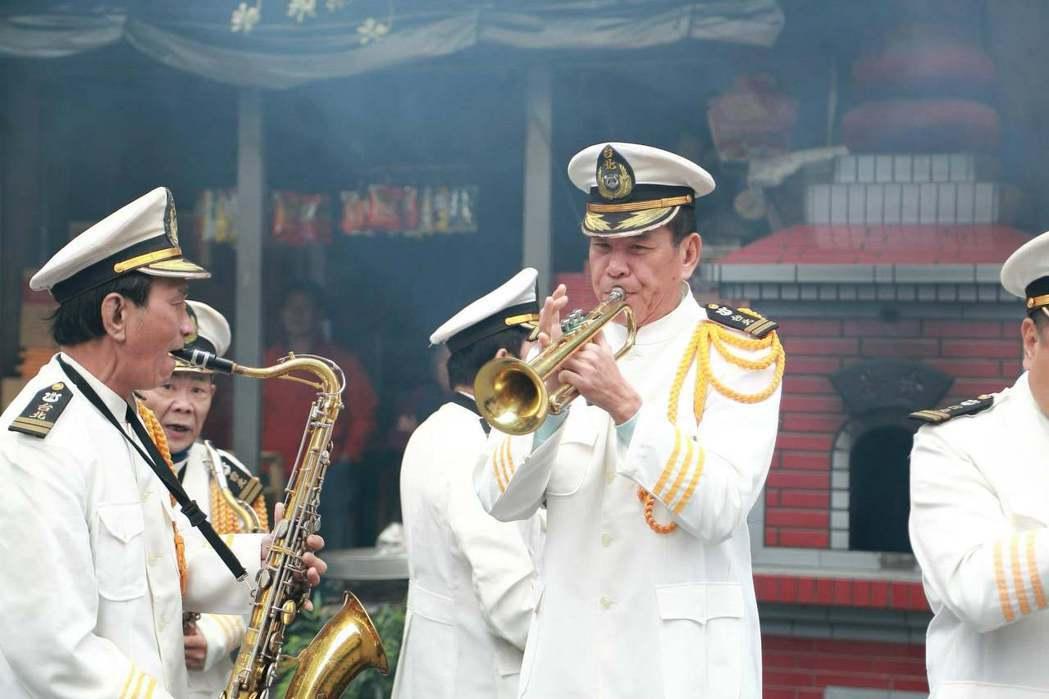 龍劭華以「喇叭宏的悲喜曲」拿到人生首座金鐘獎。圖/公視提供