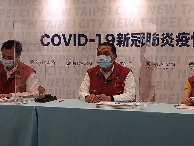 新北市長侯友宜宣布明天起開放內用。記者張哲郢/攝影