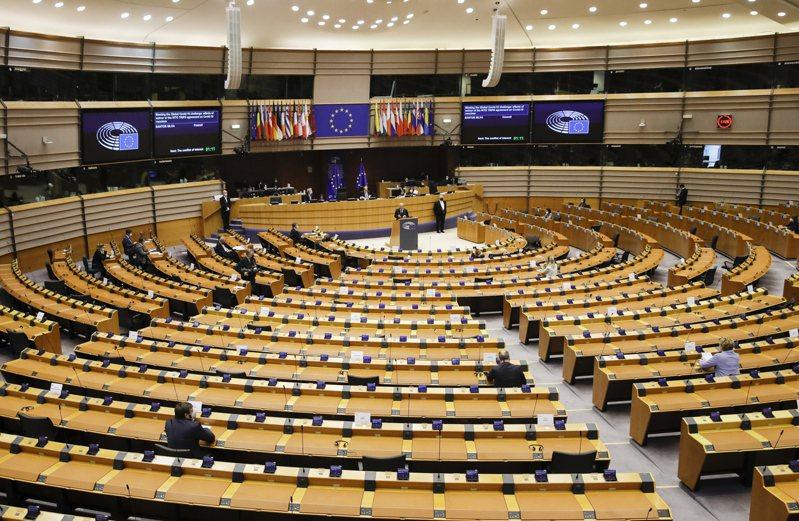 「中歐全面投資協定」談判去年底完成進入批准程序,卻因新疆人權議題,歐中相互實施制裁,歐洲議會(圖)今年5月通過凍結批准程序。歐新社