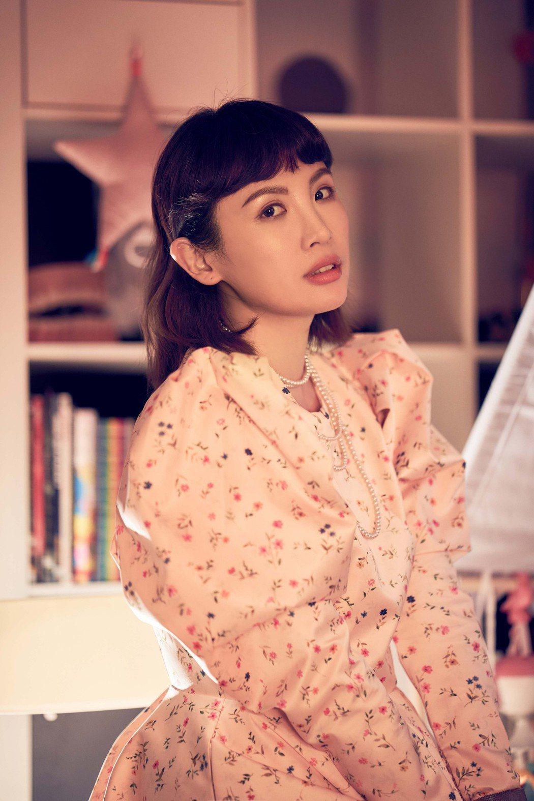 魏如萱認為媽媽就是「變形金剛」,唯一弱點是小孩子。圖/何樂音樂提供