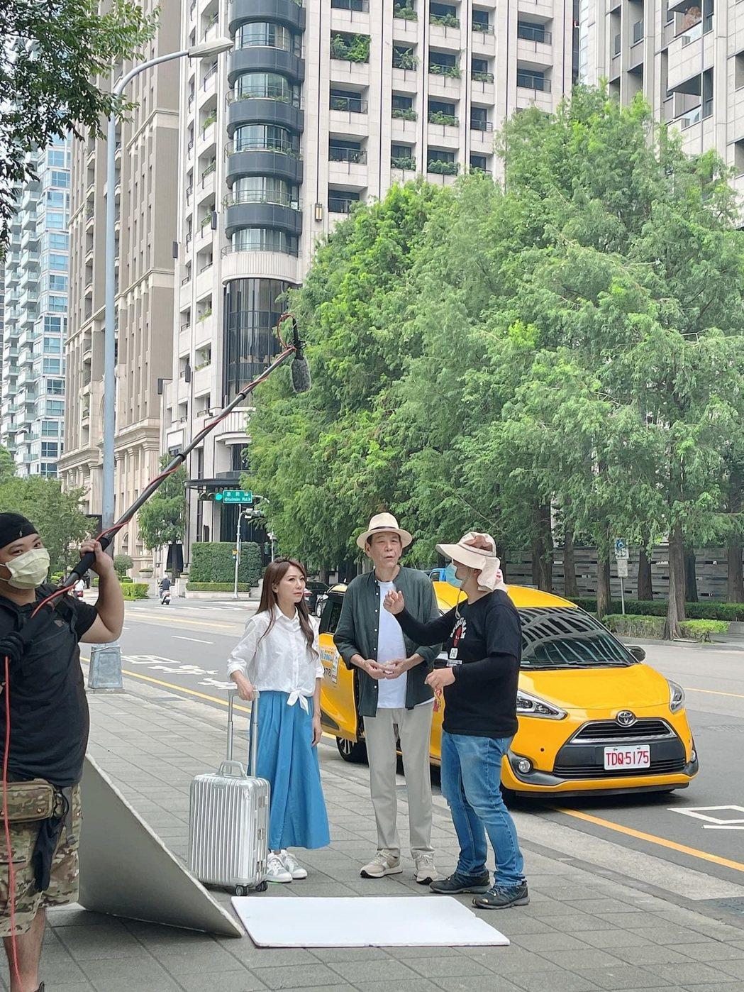 龍劭華在8月30日到台中拍攝公益短片,短短一天過程,實地體驗台中捷運、公車、計程...