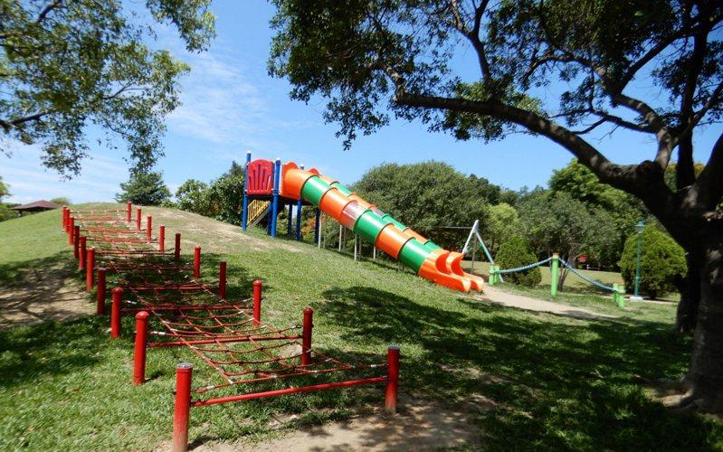 台南市政府近年開闢特色公園,遊具配置會辦工作坊參考居民意見,以孩童的思維設計規畫。圖/台南市工務局提供
