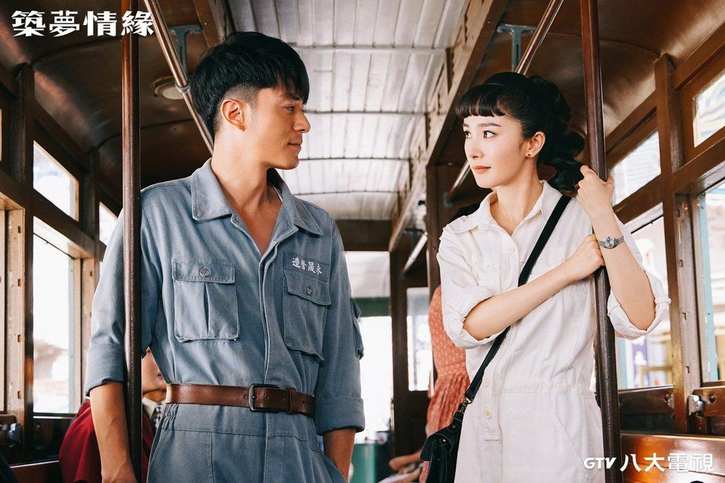 霍建華(左)、楊冪認識多年,「築夢情緣」中首度扮演情侶。圖/八大電視提供