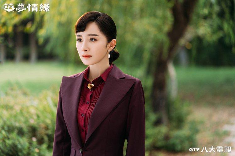 楊冪在「築夢情緣」中飾演一名失去母愛的富家女。圖/八大電視提供